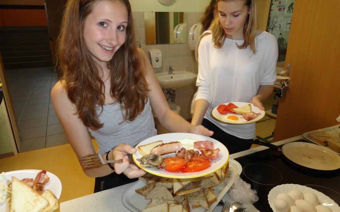 Osmošolci pripravili pravi angleški zajtrk